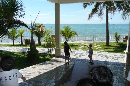 Royal Hotel & Healthcare Resort Quy Nhon: Lobby vers les chambres