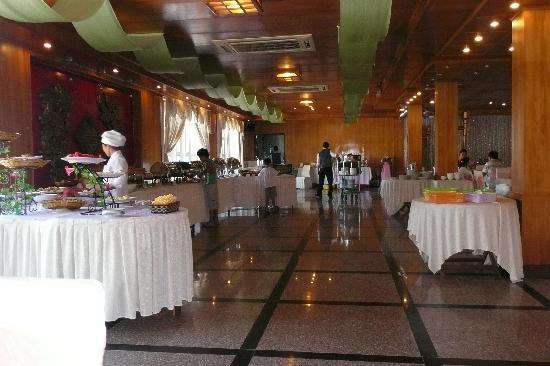 Royal Hotel & Healthcare Resort Quy Nhon: Buffet petit déjeuner
