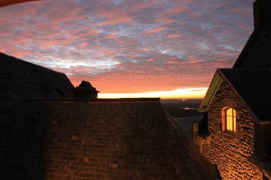 Auberge Saint-Pierre: alba dalla stanza