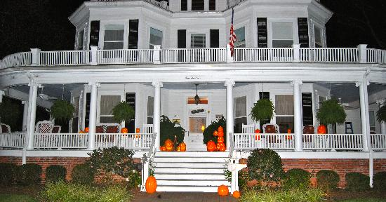 ‪‪Pamlico House B&B‬: NIght time picture of the house‬