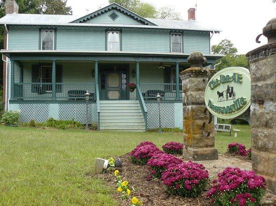 The Inn at Dawsonville : Front of Inn