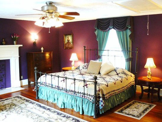 The Inn at Dawsonville: Purple Room