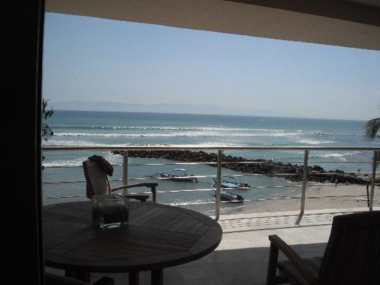 Hotel Cinco: View of the surf from the condo
