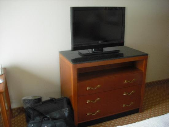 Loveland, OH: Flat screen tv; 46 channels; no HD