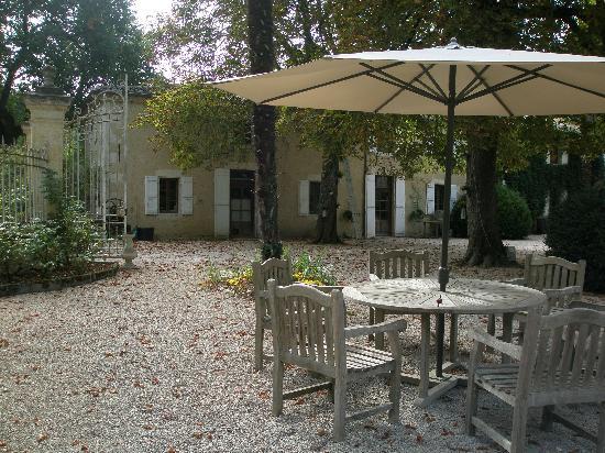 Chateau de Lartigolle : Outside courtyard