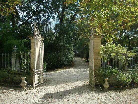 Chateau de Lartigolle : The courtyard