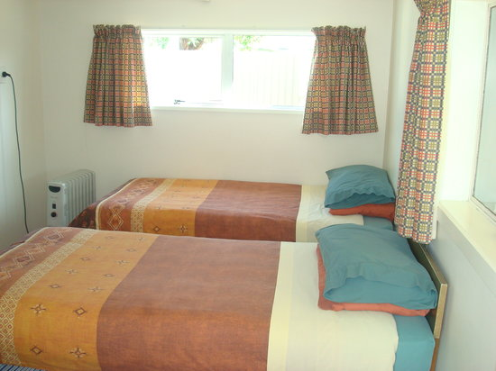 Holly's Backpackers: Twin Room