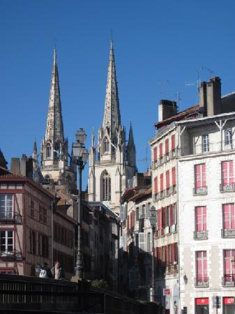 Bayona, França: Cathedrals and history abound