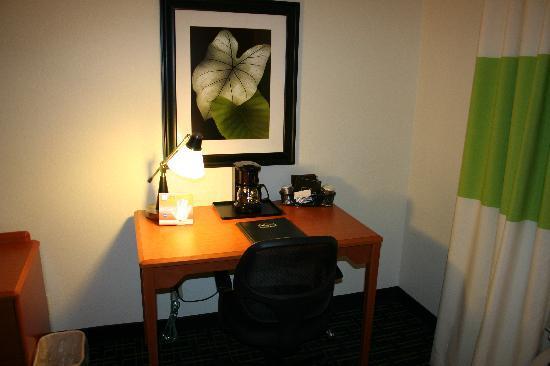 Fairfield Inn & Suites Toledo Maumee: Desk Area