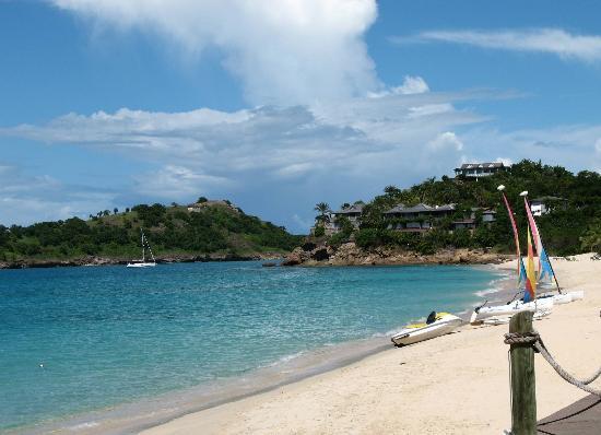 Galley Bay Resort: Beach looking north