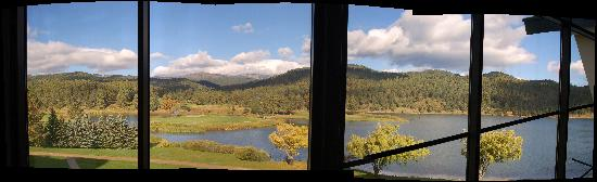 Inn of the Mountain Gods Resort & Casino : View from the hotel to the golf course.