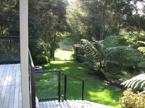 River Retreat Bed & Breakfast: Walk down to the river through the garden