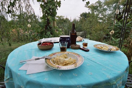 Agriturismo Surya: Dining alfresco
