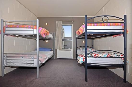 Around the World Backpackers: 4 bed dorm room