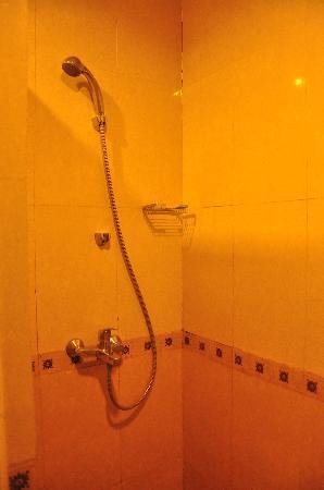 Grage Ramayana Hotel: Bathroom
