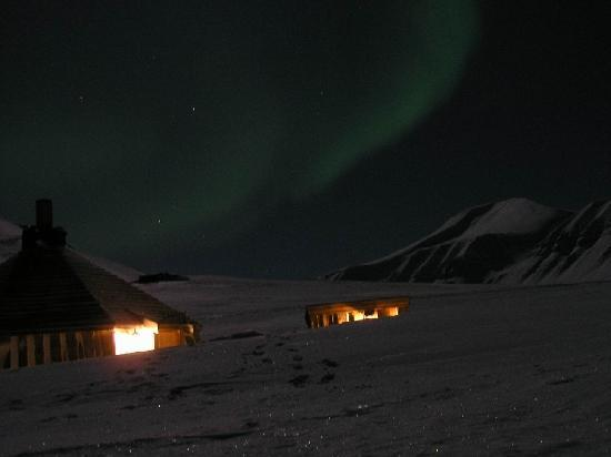 Svalbard, Norveç: Northern Lights (outside the town)