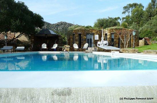 Maison Rorqual: Le restaurant et la piscine