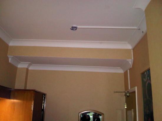 Nayland Hotel: No smoke alarm