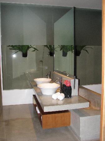 Uma Sapna: Morotai Villa - Bathroom