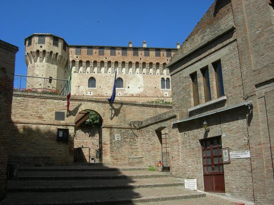 Gradara, Italia: ingresso al castello