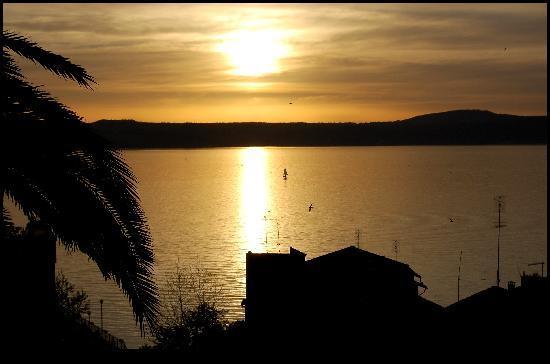 Anguillara Sabazia, Italie : Tramonto sul Lago