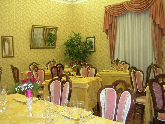Palazzolo Acreide, Italia: sala gialla-stanza da letto