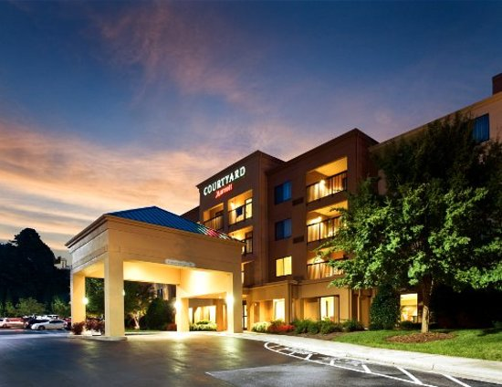 Courtyard by Marriott Winston-Salem Hanes Mall: Exterior