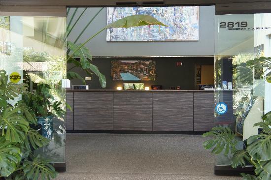 Lemon Tree Inn : Reception Desk
