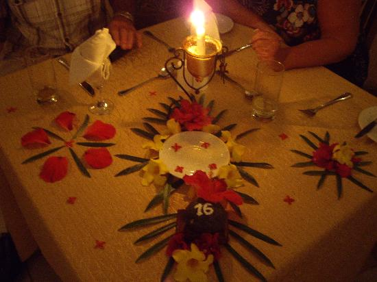 Le Peninsula Bay Beach Resort & Spa: A special evening meal