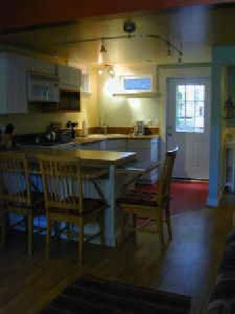 Kinley Manor Coach House: Kitchen