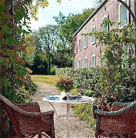 Hotel du Canal: le jardin de l'hotel à votre disposition