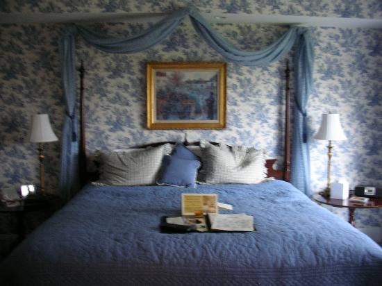 The Manor on Golden Pond: Turned down sheets come with homemade cookies each evening.