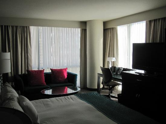 theWit - A DoubleTree by Hilton: Great corner room