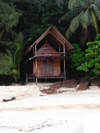 Trat Province, Thailand: Beach front cabins