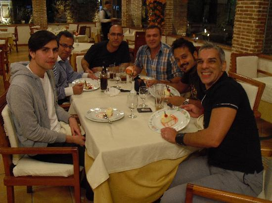 El Embajador, a Royal Hideaway Hotel: Disfrutando del restaurant con los coelgas