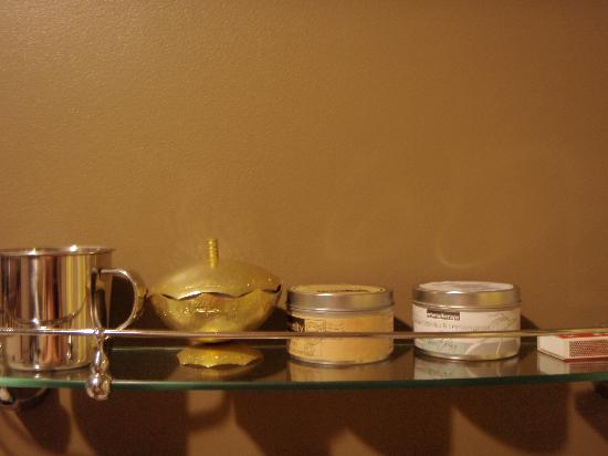 Snug Cove Bed and Breakfast: thoughtful little accessories