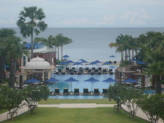 InterContinental Hua Hin Resort: Pool/ocean view from room