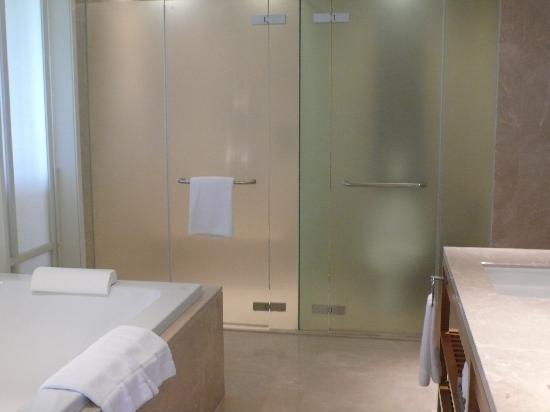 InterContinental Hua Hin Resort: bathroom 1