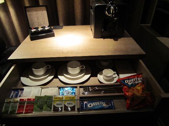 HOTEL QUOTE Taipei: Nespresso maker, various tea bags, complimentary doritos & oreos
