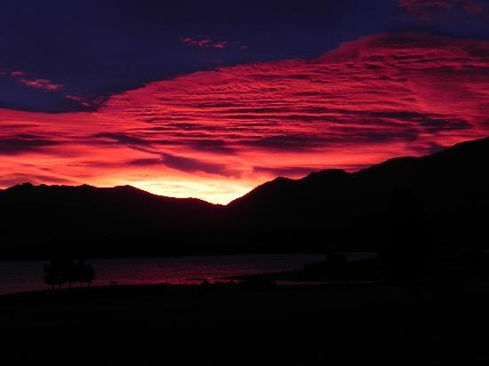 Lake Tekapo Village Motel : sky on fire