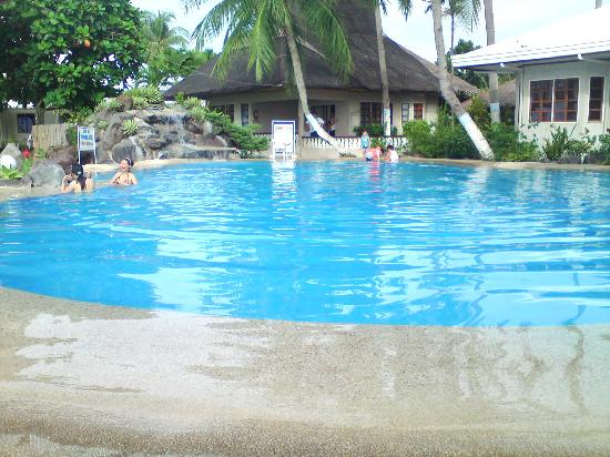 Paras Beach Resort: pool area