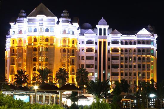 Kamelya Selin Hotel: Hotel Fulya bei Nacht