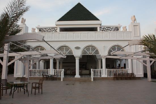 Kamelya Selin Hotel: Die Strandbar, wo man wunderbare Hotdogs essen kann