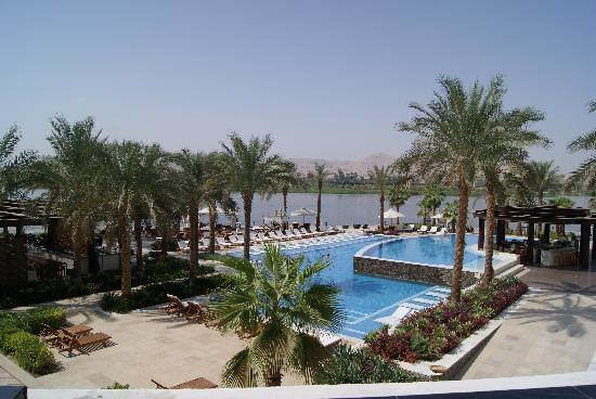 Hilton Luxor Resort & Spa: Pool looking over the Nile