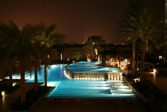 Hilton Luxor Resort & Spa: The pool at night