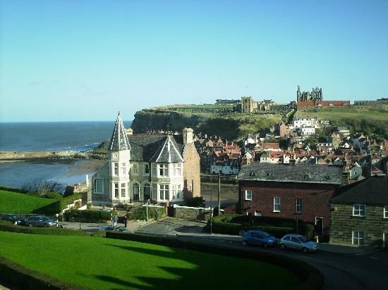 ‪‪Number Seven Guest House‬: the views of whitby‬
