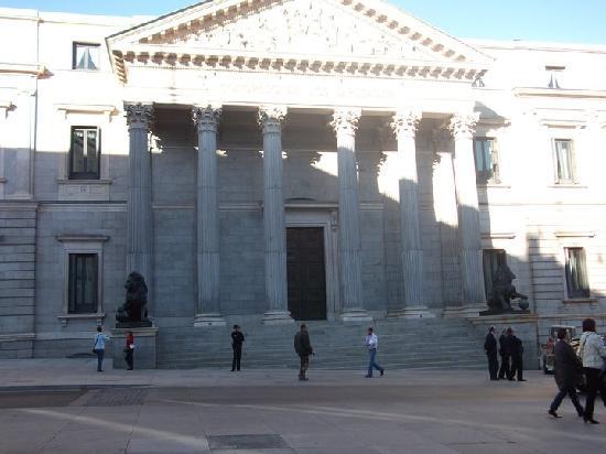 Hostal Nersan: Congreso de Los Diputados