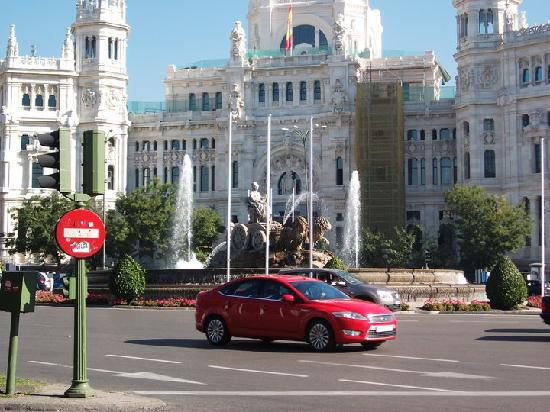 Hostal Nersan: Palacio de Comunicacion and Plaza de Cibeles