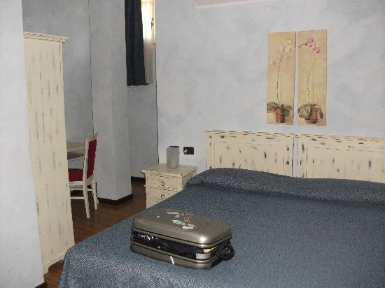 Hotel Risi: Main Bedroom