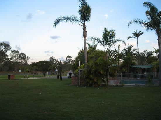 Koorawatha Homestead Motel : Gounds and pool area